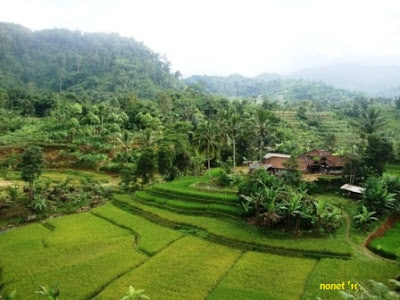 Diskusi persoalan agraria di Desa Cipeuteuy